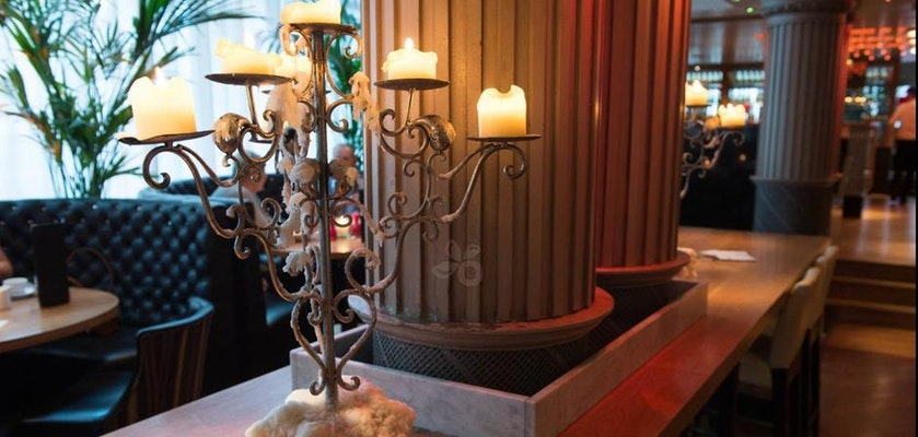 Le Monde is an elegant spot on George Street and handy for the Scottish National Gallery.