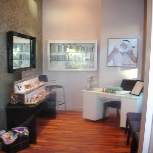 Glow skin centre tanning salon glasgow health for Aaina beauty salon glasgow